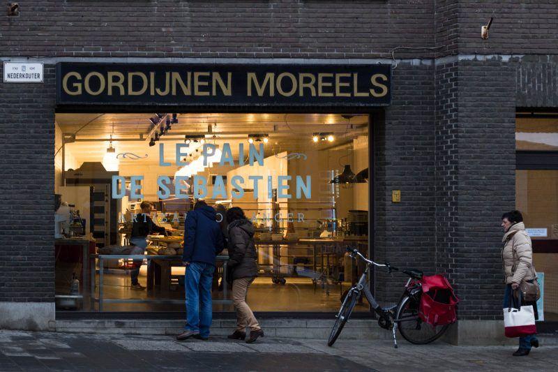 De winkel is nog volop in opbouw. Binnenkort wordt er ruimte voorzien voor een eetgelegenheid. (Foto: Lisa Van den Acker)