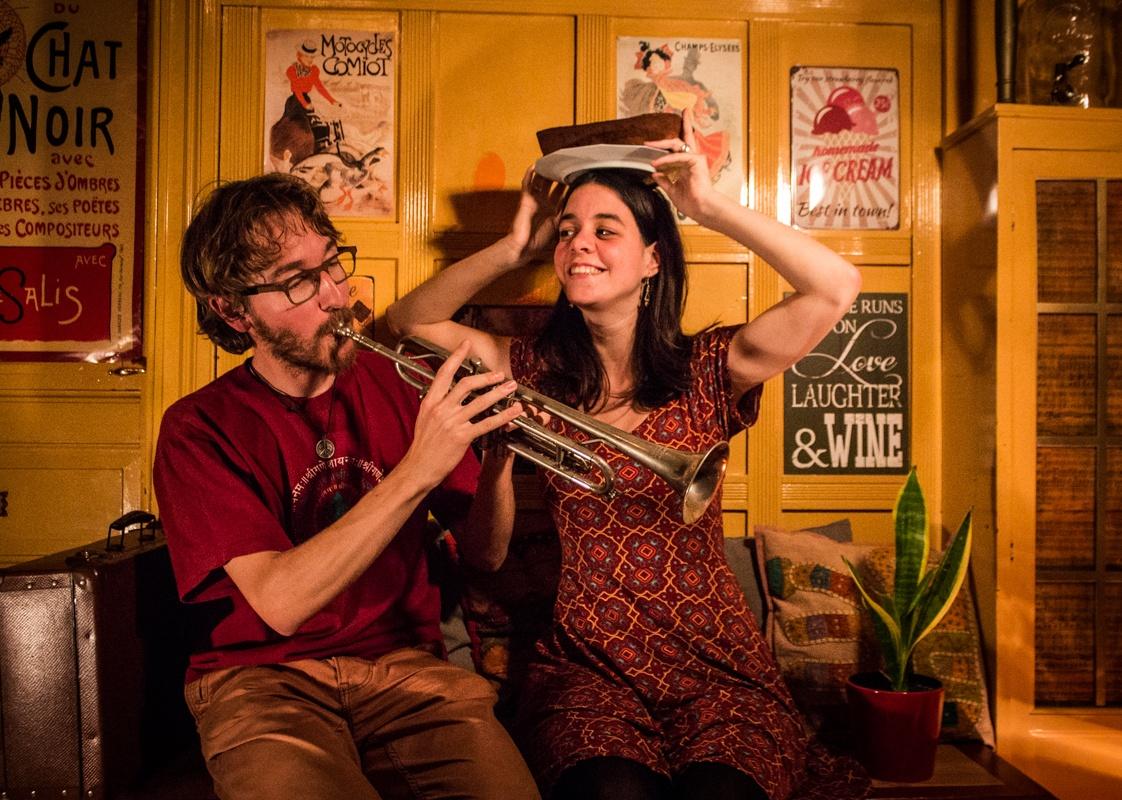 Willem Hantson (30) en Lore Gillis (23) vormen al zeven jaar een stel, ook Hermanbrood zit hier voor iets tussen. Fotocredit: Jietse Vandenbussche