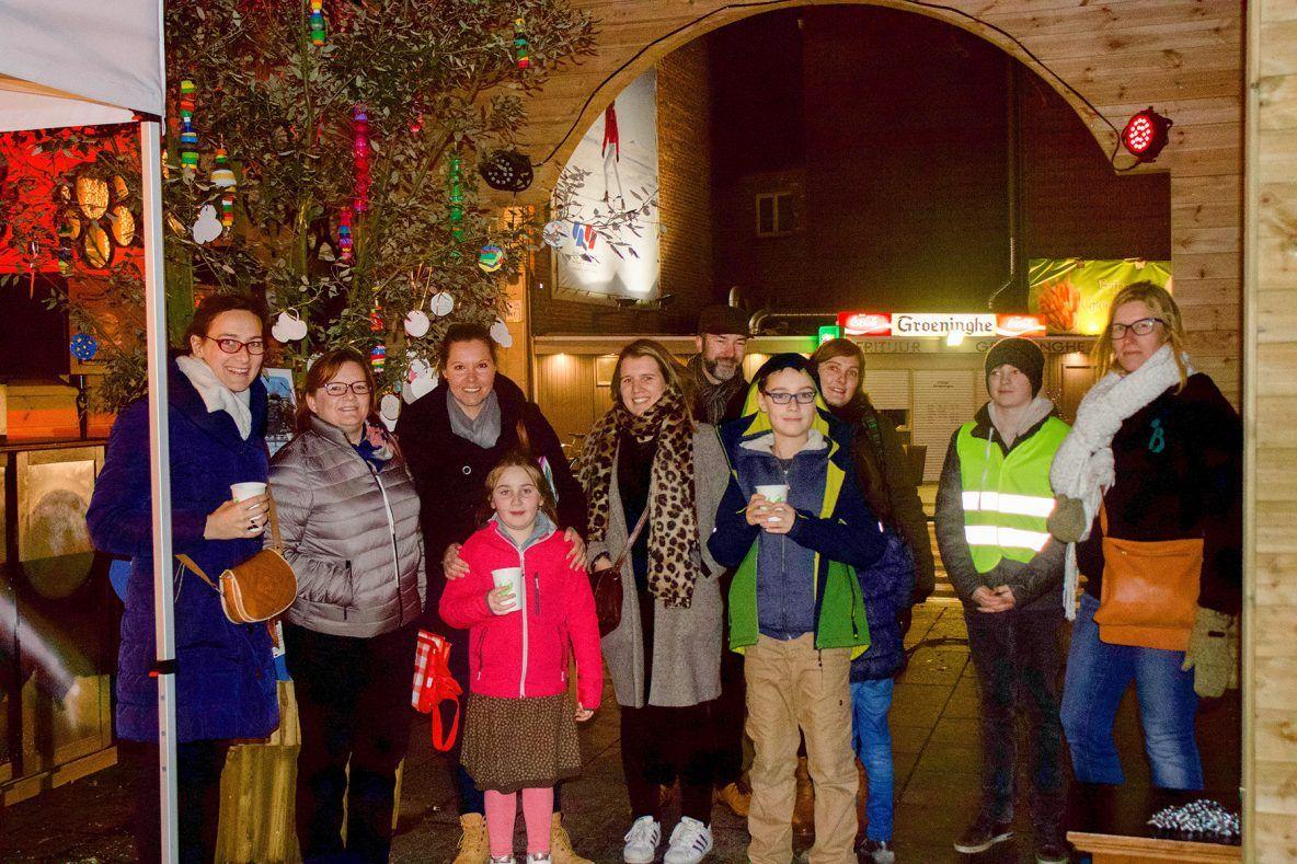 Leerlingen en leerkrachten van methodeschool Bloei! op MarcT de Triomphe in Kortrijk