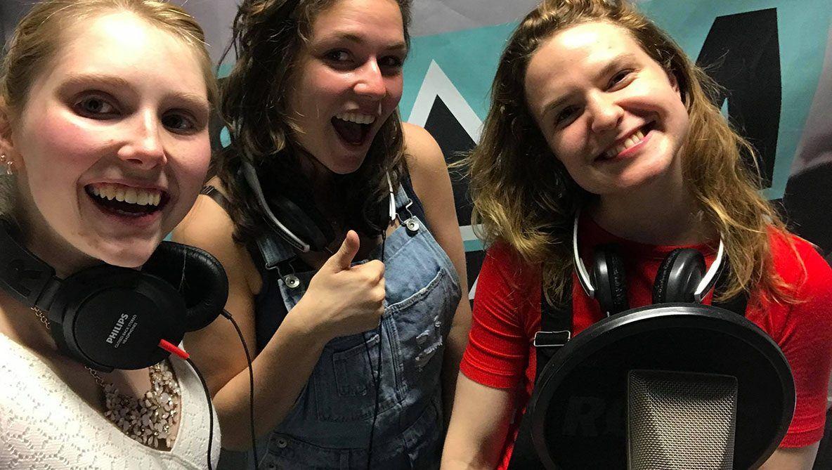 Samtastic Friday crew. Vlnr Maritsa van Iterson, Vanille Dujardin en Stefanie Heyse.
