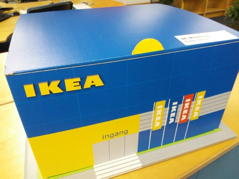 Kleine kartonnen Ikea ter grootte van een doos