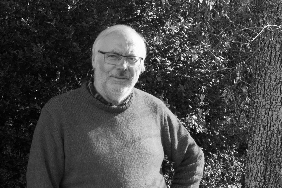 Patrick Meire in zijn tuin in Damme
