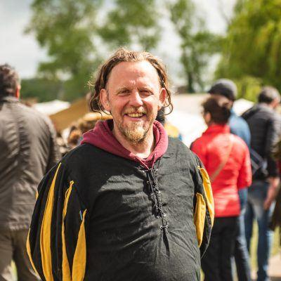 De organisator Bruno De Naegel staat fier voor zijn bezoekers
