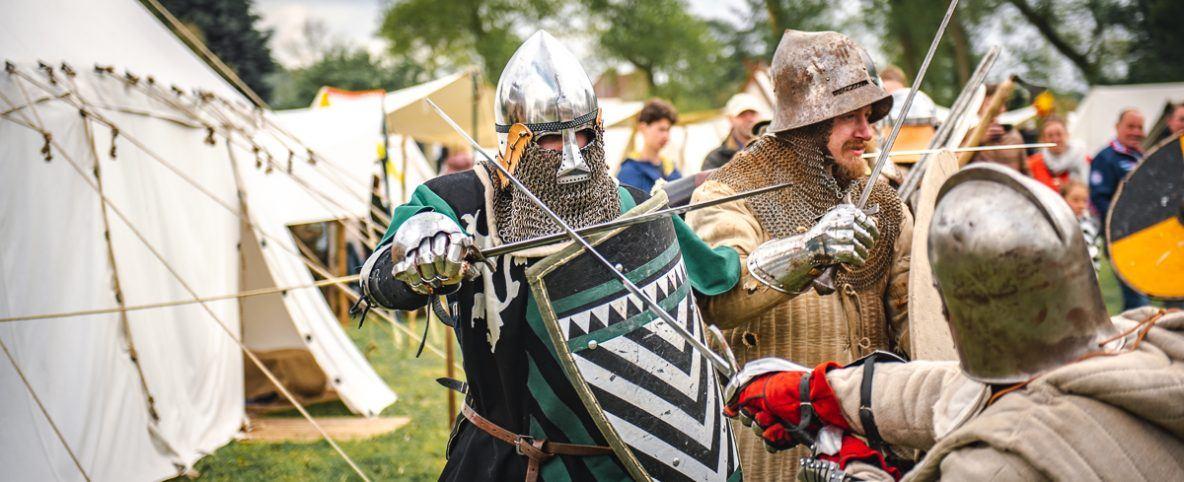 Zwaardvechters op het middeleeuws festival in Maldegem