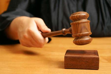 De hamer bekrachtigt de beslissing van de rechter. ©Pixabay