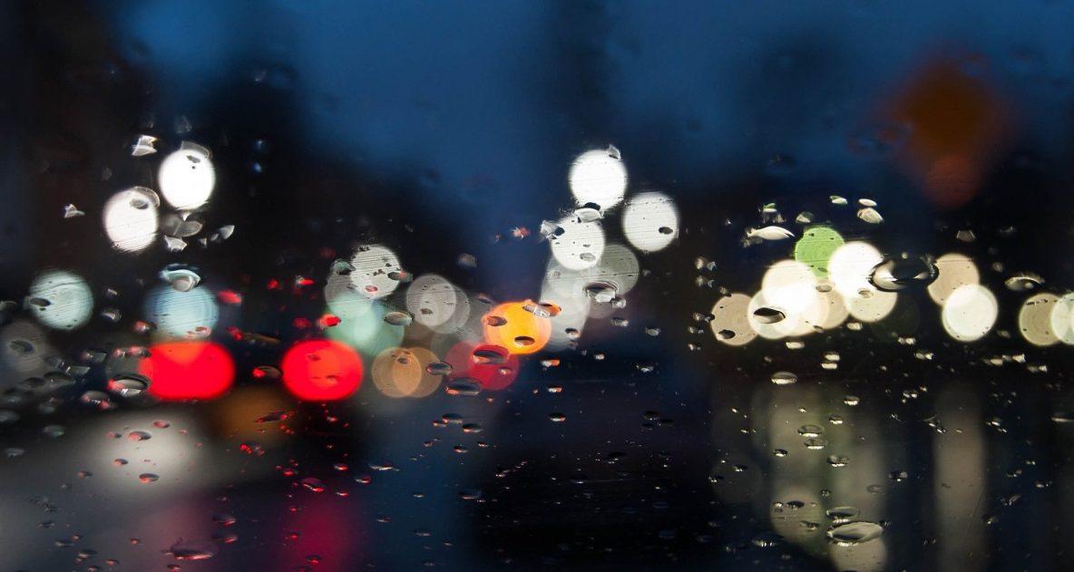 auto in de regen