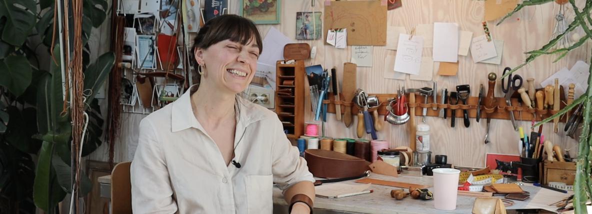 Marlies Davans in haar atelier
