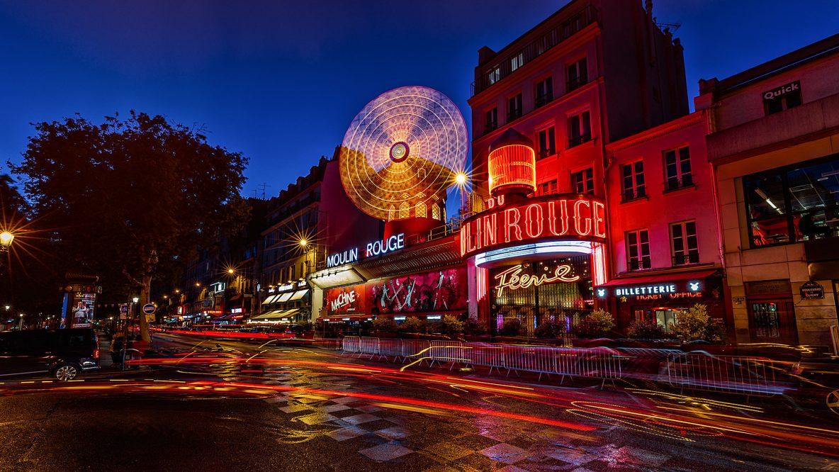 Mouliin Rouge als de avond valt